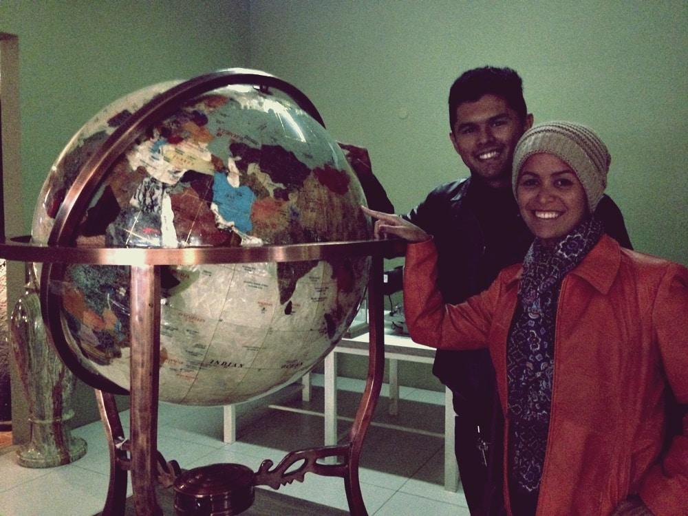 Globo feito em pedras, avaliado em 100 mil reais