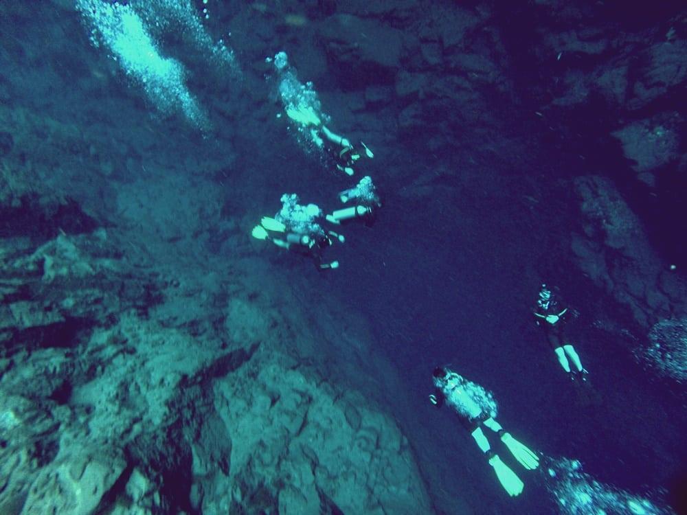 Até hoje o máximo que conseguiram chegar foi a 220 metros de profundidade