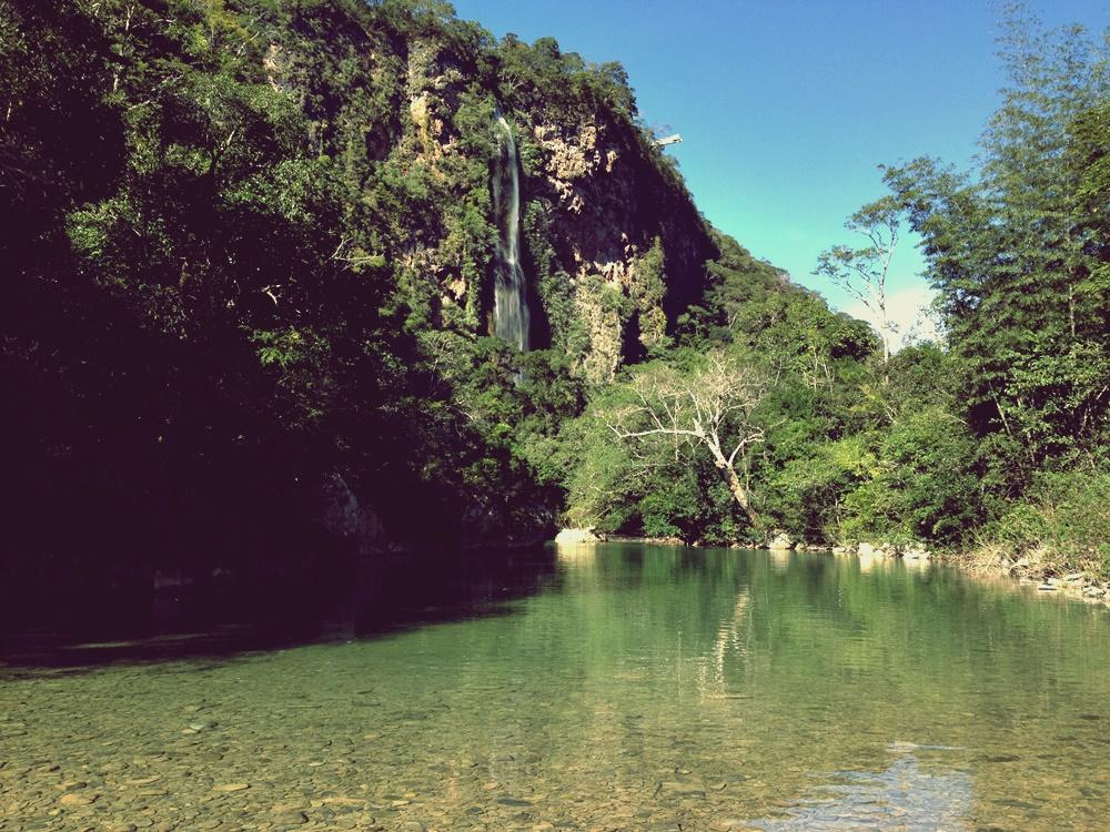 Ao funco a cachoeira Boca da Onça