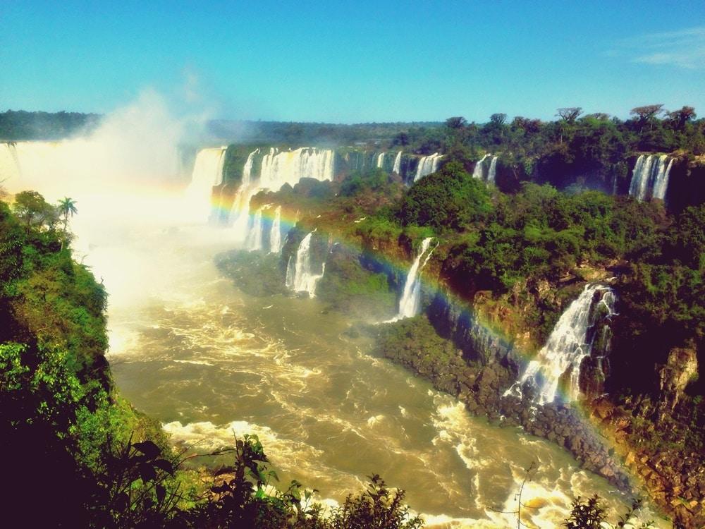 Em dias de sol é possível admirar o arco-íris em vários locais!