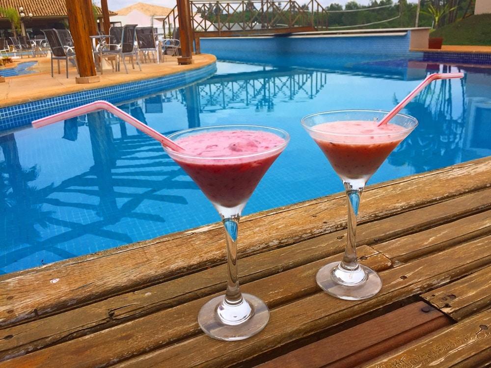 Deliciosos Drinques na piscina