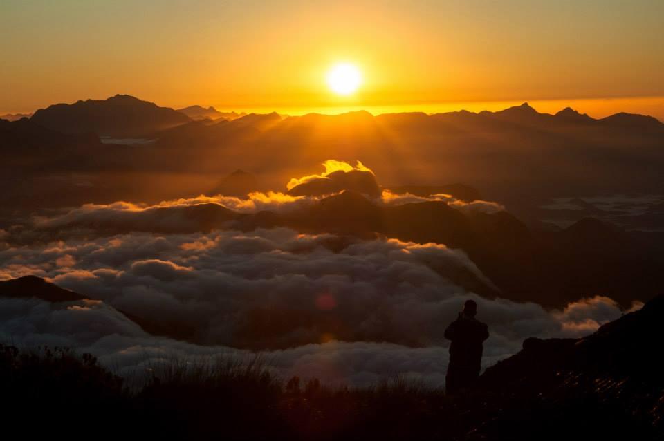 Amanhecer do alto da Pedra do Sino