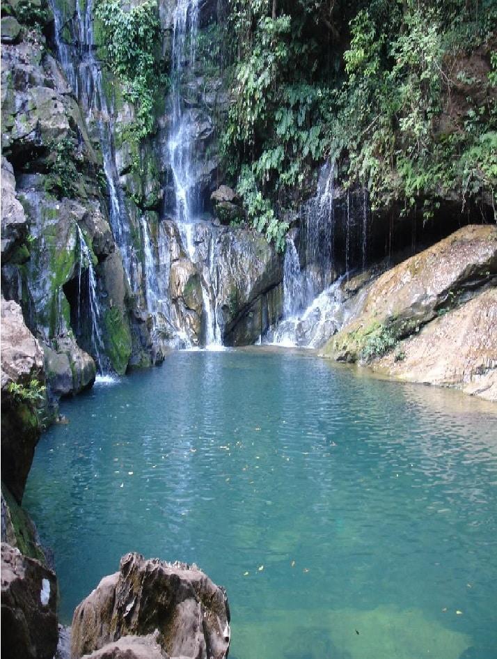 Cachoeira do Poço Azul, Chapada das Mesas