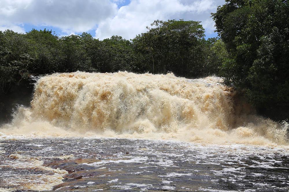 Cachoeira Iracema com seu volume máximo de água