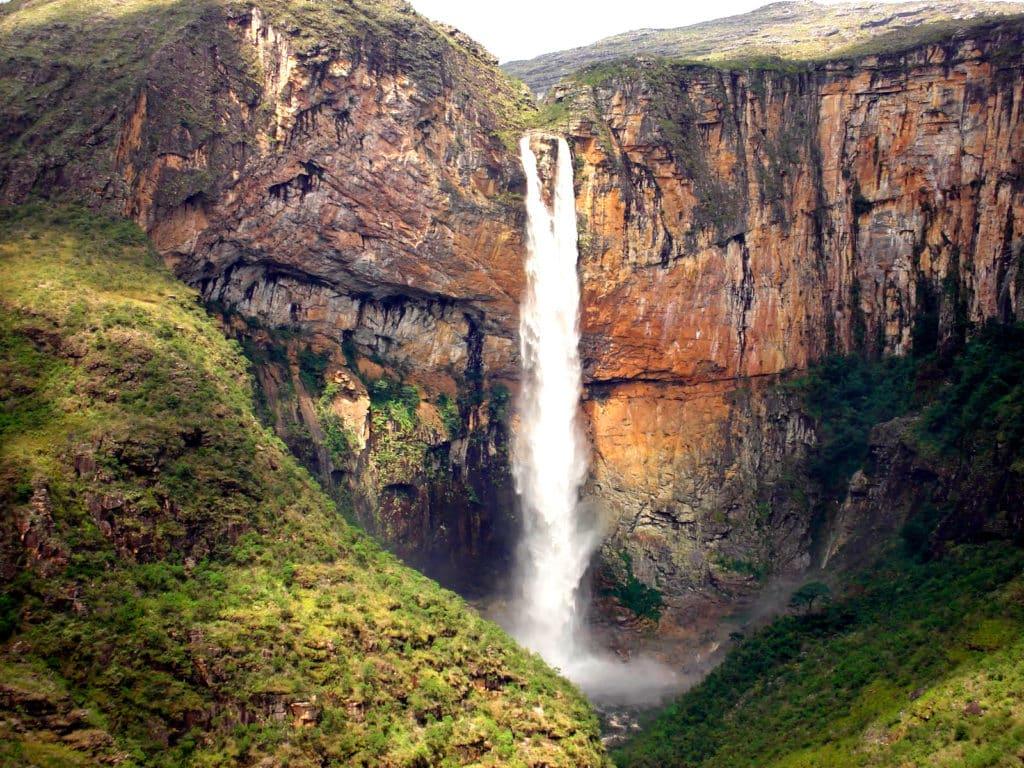 Cachoeira do Tabuleiro. Foto via.