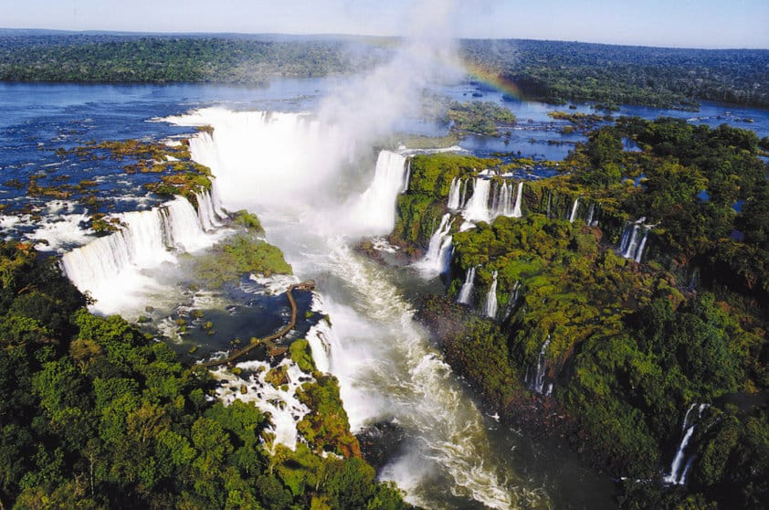 Cataratas do Iguaçu. Foto via.