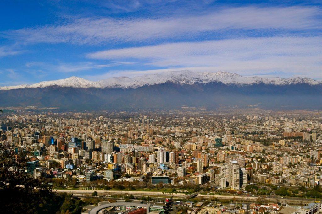 Vista de Santiago do Cerro San Cristóbal. Foto via
