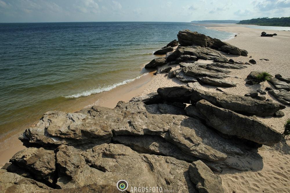Praia de Ponta de Pedras fica distante 35km do centro da cidade brasileira de Santarem no Estado do Para, banhada pelo Rio Tapajos./ Ponta de Pedras is located 35 km far from the center of the Brazilian city of Santarem in Para state is bordered by the Rio Tapajos