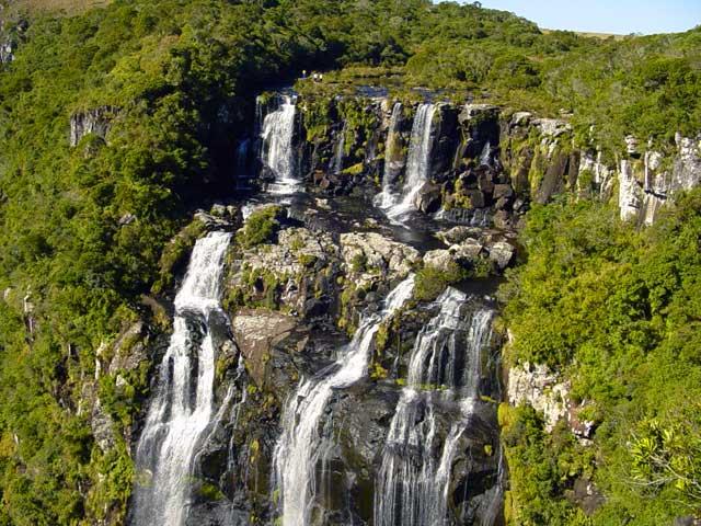 Cachoeira Tigre Preto. Foto via
