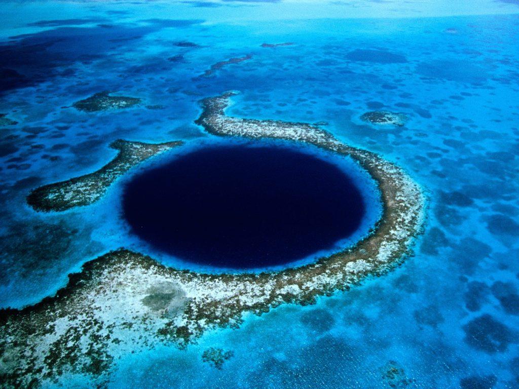 Great Blue Hole. Foto via