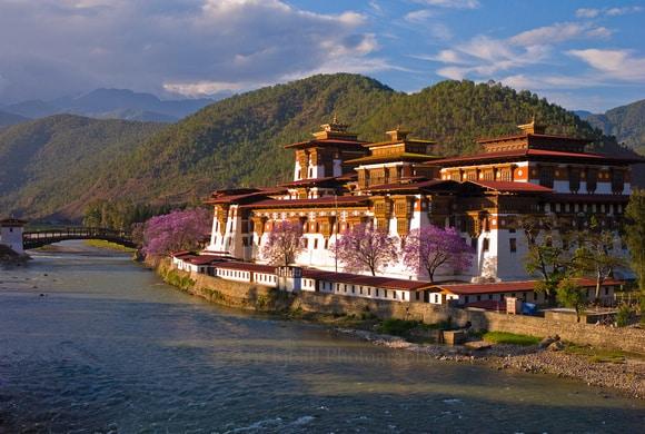 Punakha Dzong. Foto via