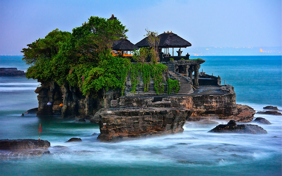 O templo Tanal Lot. Foto via