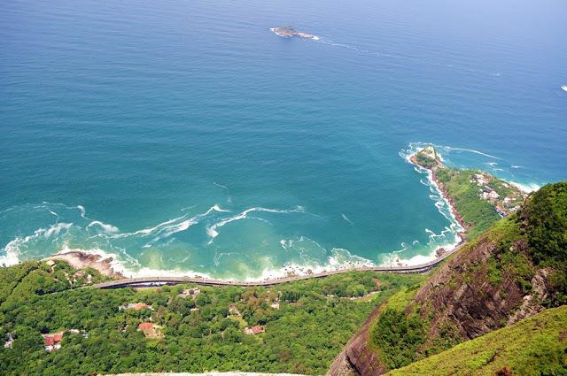Vista do Alto da Pedra da Gávea. Foto via