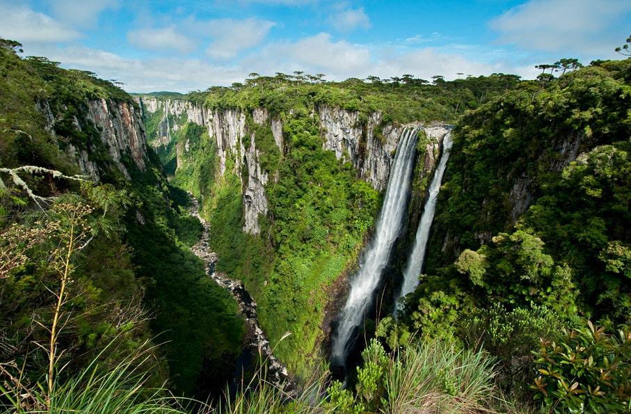 Cânion Itaimbezinho e Cachoeira Andorinhas. Foto via