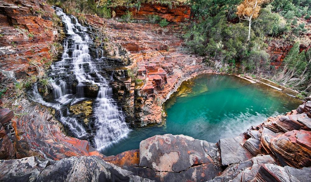 Cachoeira e piscina de Fortescue. Foto via