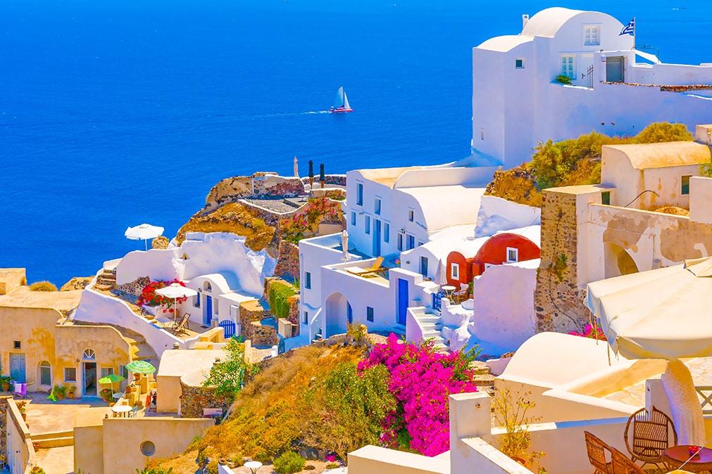 As impressionantes cores de Santorini. Foto via