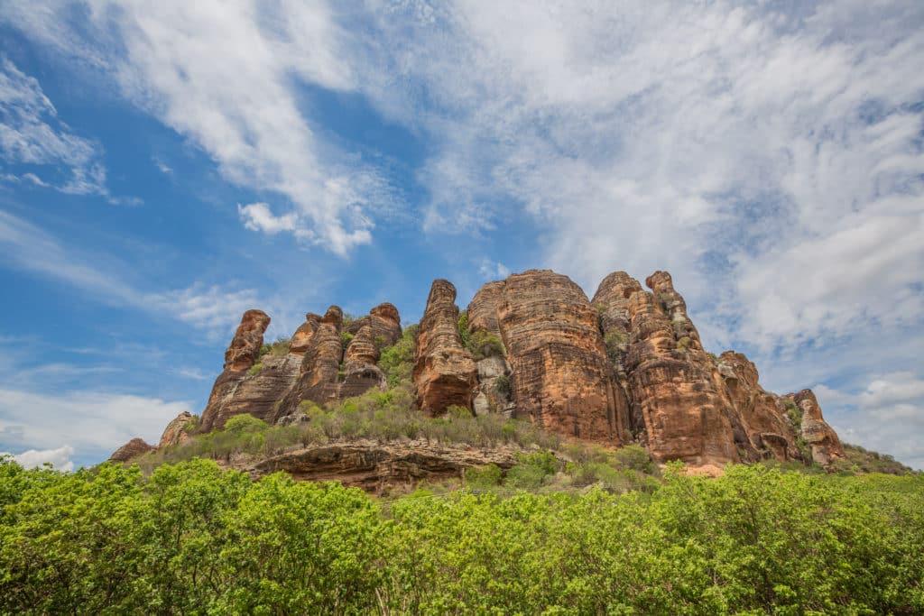 O Parque Nacional Serra da Capivara é localizado nos municípios piauienses de Canto do Buriti, Coronel José Dias, São João do Piauí e São Raimundo Nonato.