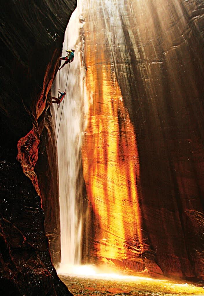 Rapel na Cachoeira do Santuário. Foto via