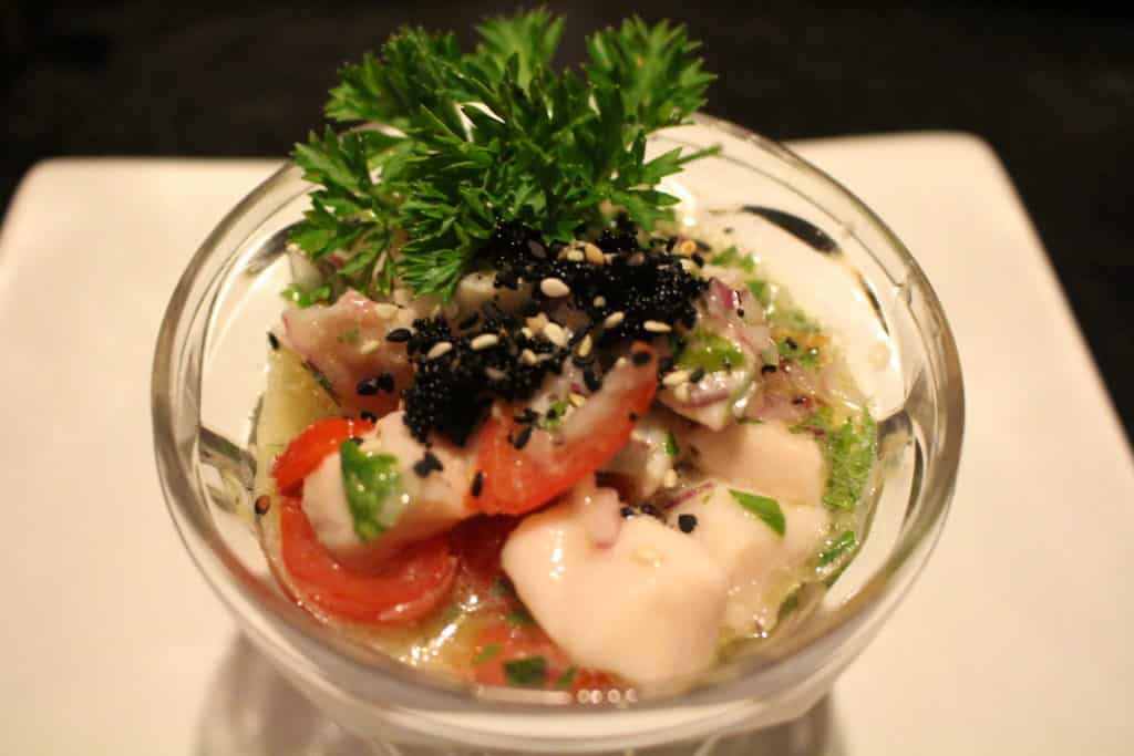 Ceviche de peixe branco com Caviar