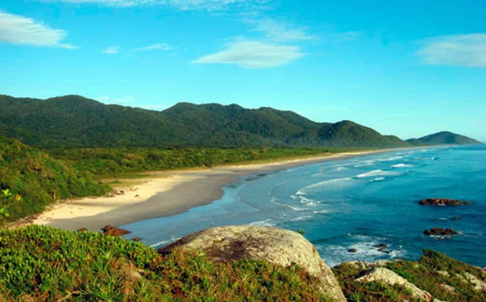 Praia da Lage na Ilha do Cardoso
